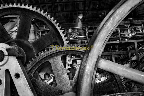 Wnętrze fabryki cukru na wyspie Jawa, Indonezja